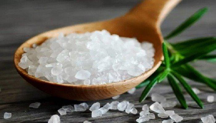 Диетологи рассказали, как отказ от соли влияет на процесс похудения