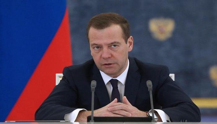 Rusiyada işləmək qaydaları dəyişdirilir - Medvedev sərtləşmə olacağını açıqladı